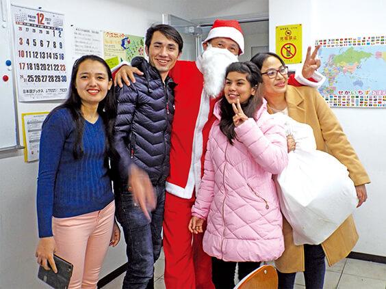 サンタとクリスマスパーティー